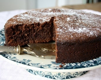 Very low gluten chocolate cake with hazelnut and Oersuiker