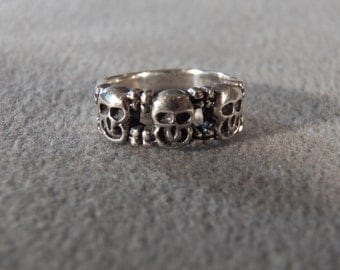 vintage Sterling Silver 3 Raised Relief Puffed Scull Head Wedding Band Ring, Size 5.5