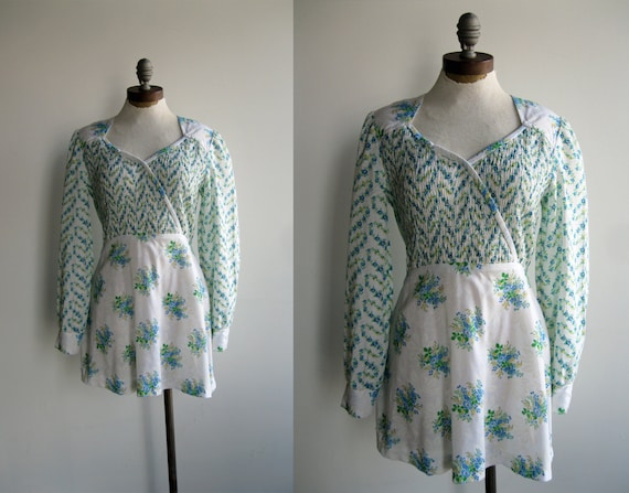 1970's Women's Green and Blue Floral Long Sleeve Smocked Mini Dress Medium Large