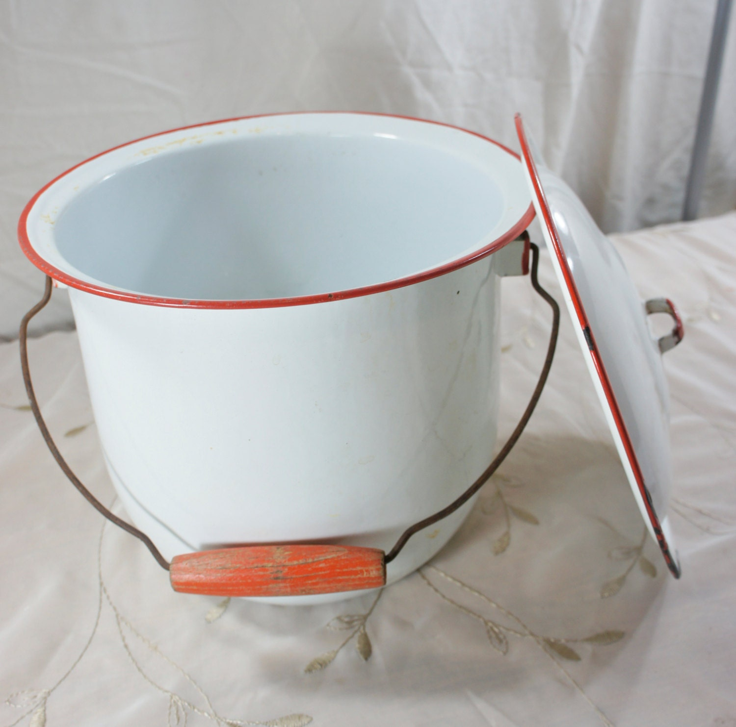 White Enamel Chamber Pot With Lid Red Trim Wire And Wooden