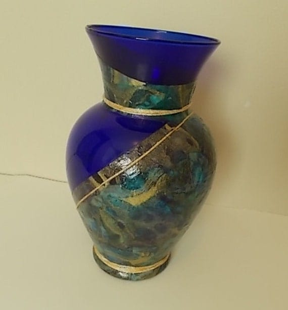 Cobalt blue vase centerpiece decorated flower