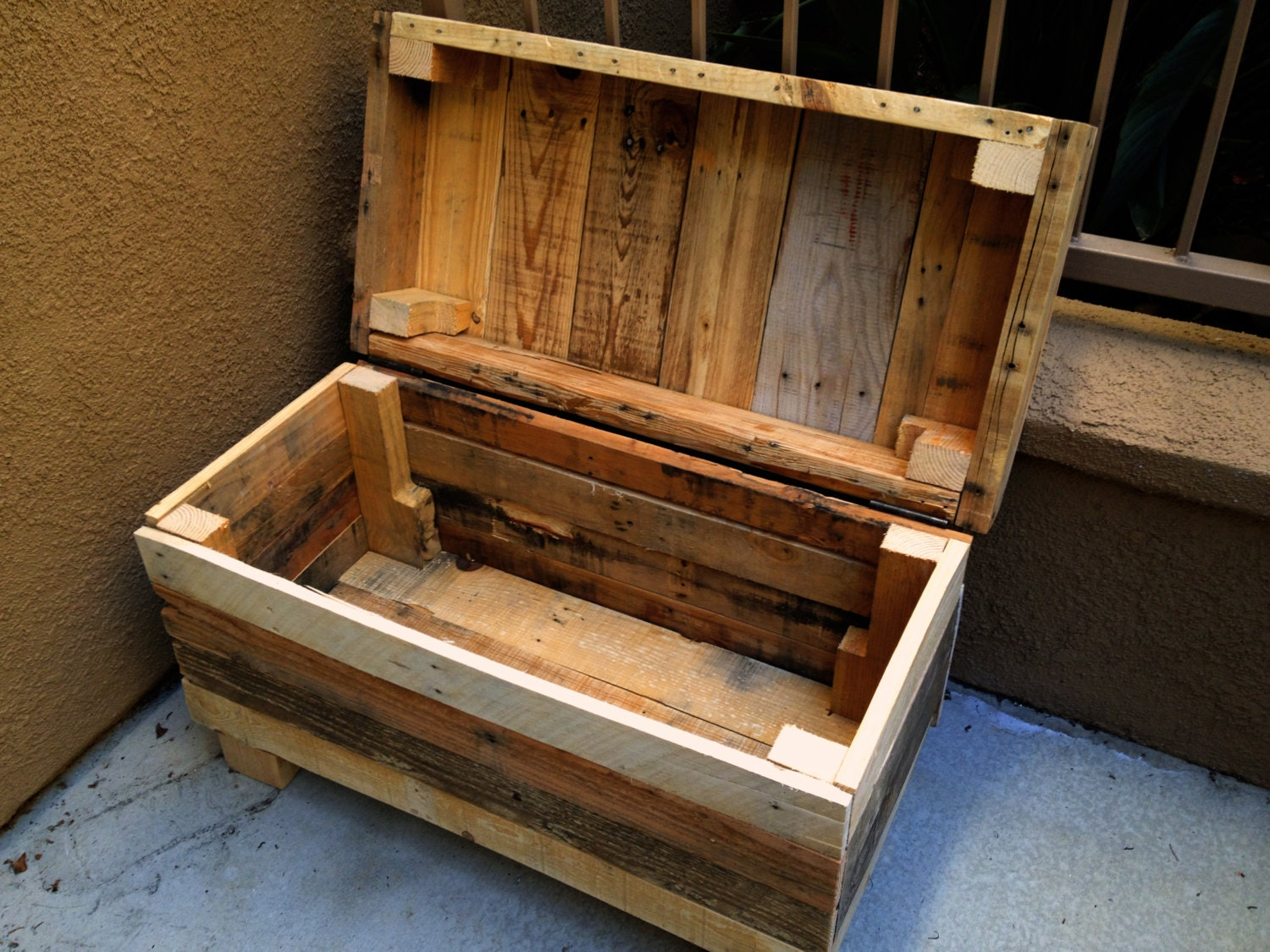 Rustic Chest: Rugged Style Handmade Pallet Wood Chest/Bench