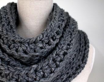 grey infinity scarf,grey winter scarf,grey eternity scarf,grey wool scarf,gray circle scarf,winter scarf grey,chunky grey scarf,woolen cowl