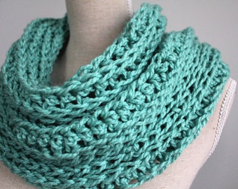 mint green infinity scarf,mint green winter scarf,green wool scarf,green eternity scarf,green circle scarf,woolen scarf green,oversize scarf