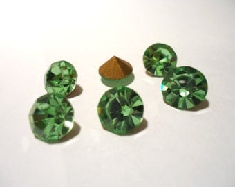 Vintage Glass Round Peridot Light Green colour foiled rhinestone Chaton glass jewels approx 8mm - 6 pieces