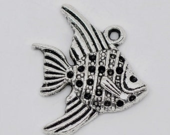 Two Fish Charms, 21 mm - Item 51014