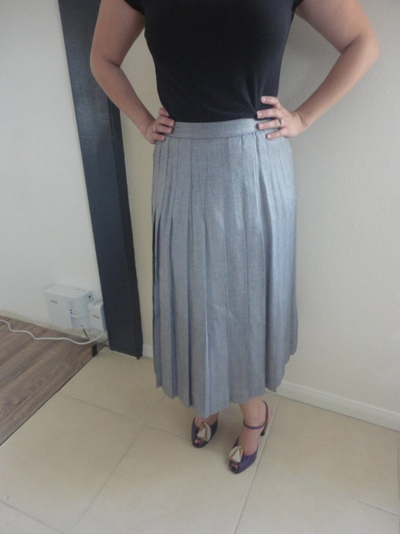 vintage pleated navy blue and white skirt