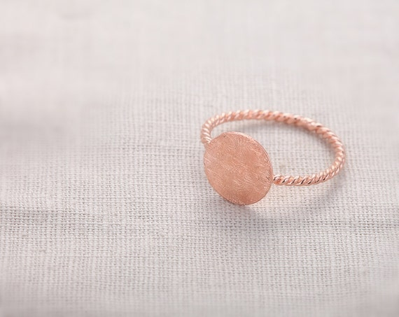 Hammered Ring With Twisted Ringband  - Rose Gold // R038-RG // Round rings,adjustable rings,stretch rings,antique ring,vintage style rings