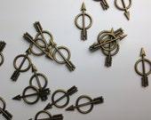 Small Arrow with Circle Bullseye Charm 'ala Hunger Games Style // Bronze Finish // Combo Bracket 1 // BBB Supplies {CZ007}