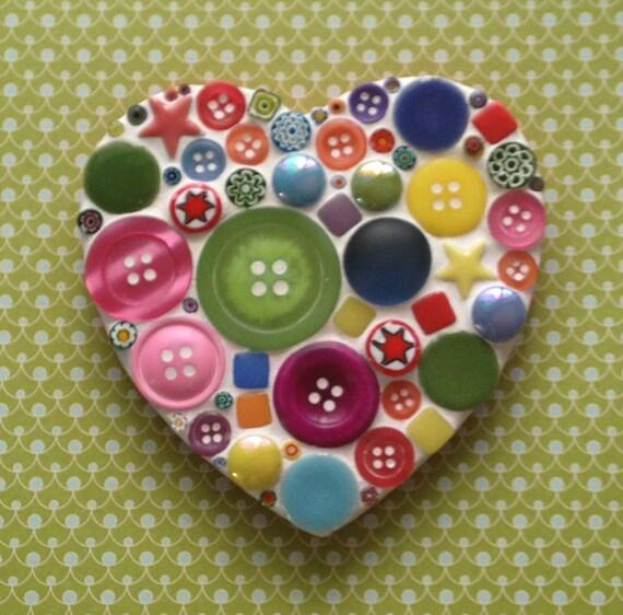 Fun lily mosaics d i y mosaic multicoloured heart kit for - Cuadros con botones ...