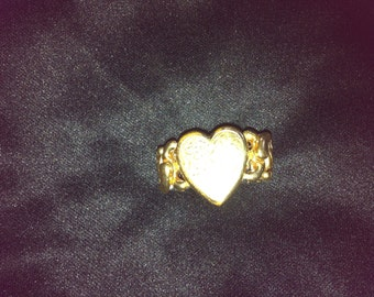 Stretch ring with heart