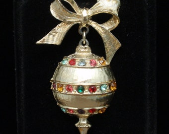 Christmas Tree Ornament Pin Vintage Dangles from a Bow