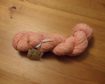 Wool, handspun, 62 g, 210 m, fingering, 2 ply, salmon/white merino-blend