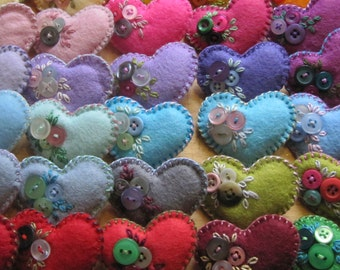 Job lot - 5 x Little felt and button heart brooch - party favors - bridesmaids gifts - wholesale - party pack