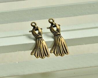 20pcs Antique Bronze Dress Charms Skirt Charm Pendant 23x8mm MM098