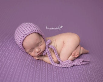 Newborn knitted bonnet.. newborn hat.. newborn bonnet... newborn photography prop... newborn knit hat