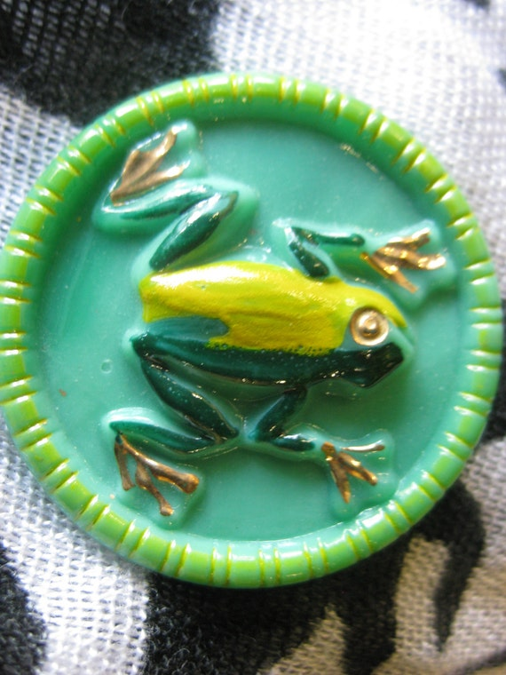 Frog in Yellow and Green on Green Vaseline Czech Glass Button 35mm