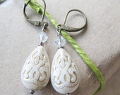 Holidays White and Gold Ornate Dangle Earrings - Wedding Bride - Vintage Inspired - pulpsushi