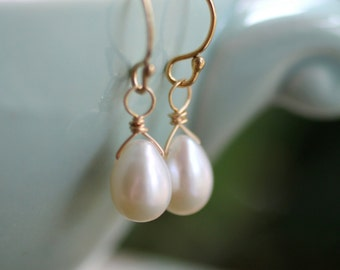 Freshwater Pearl Earrings, Gold Pearl Earrings, Dainty Teardrop Pearl Earrings, Ivory Freshwater Pearl Earrings, Simple, June Birthstone