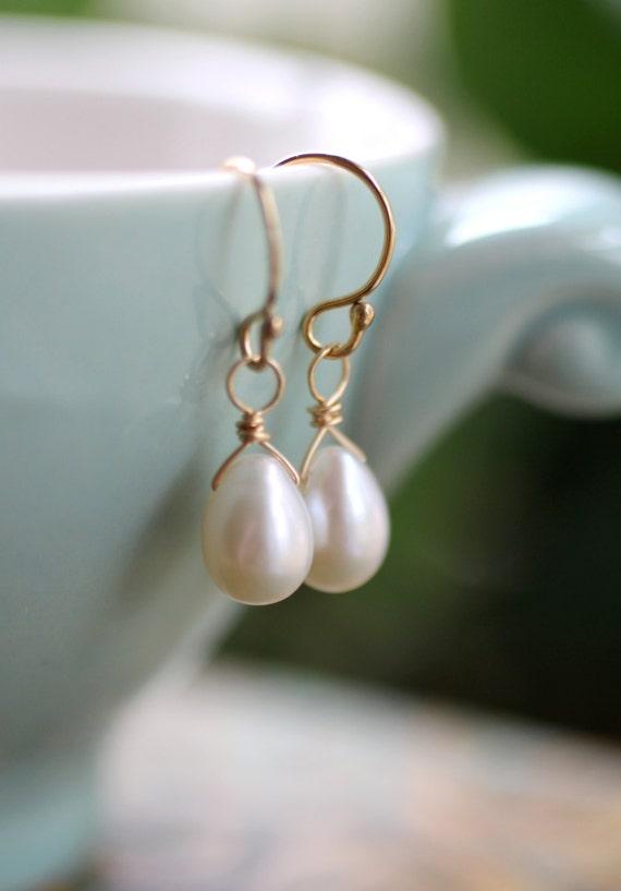 Freshwater Pearl Earrings, Gold Pearl Earrings, Dainty Teardrop Pearl Earrings, Ivory Freshwater Pearl Earrings, Simple, June Birthstone