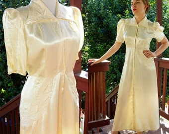 IVORY Satin 1940's Vintage WWII Pearly Wedding Robe Dressing Gown with Embroidery size Medium