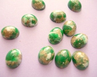 Jade Emerald Gold Cabochons - Vintage Lucite 10mm x 8mm (15)
