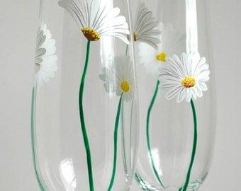 White Daisy Champagne Flutes -- Set of 2 Toasting Flutes -- Summer Wedding Flutes
