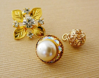 Vintage .. Flower Button, Czech Rhinestone Clear AB Faux Pearl Leaf Round Vintage Bride Bridal Party Wedding