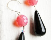 Moxie Retro Style Melon and Black Drop Earrings