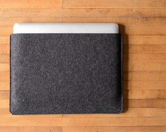 Simple MacBook Pro Sleeve - Charcoal Felt - Long Side Opening