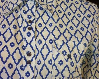Vintage 60s / 70s Blouse SZ M/L blue and white flower & lattice print