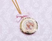 Alice in Wonderland necklace  (collier Alice)