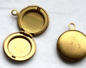 4 Vintage 1950s Small Lockets // Mini Round Antique Brass Lockets // New Old Stock Jewelry Supply