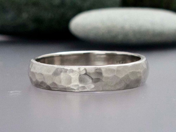 Mens Hammered Platinum Wedding Band | Amazon.com