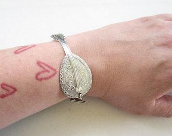 mandolin bracelet