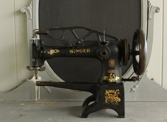 pour emily antique machine coudre singer 29k. Black Bedroom Furniture Sets. Home Design Ideas