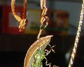 "NEW  ""Peas in a Pod"" with Curly Tendrils Necklace"