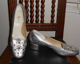 Vintage Jeweled and Studded Silver Chunky Heeled Pumps size 6