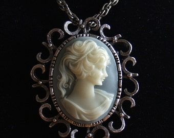 vtg 70s silver LARGE ornate CAMEO NECKLACE pendant pin brooch pale blue costume jewelry