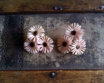 Vintage Daisy Earrings / Unusual /  Screw Backs