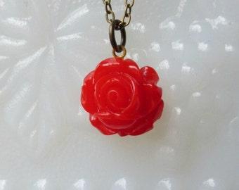 Red rose necklace- Red flower necklace- Vintage style rose necklace- Petite rose necklace- Rosebud necklace- Red necklace-Bridal