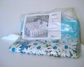 Vintage Bedspread - Daisies on Turquoise Blue -  Full Size  - 1970's - Retro Coverlet