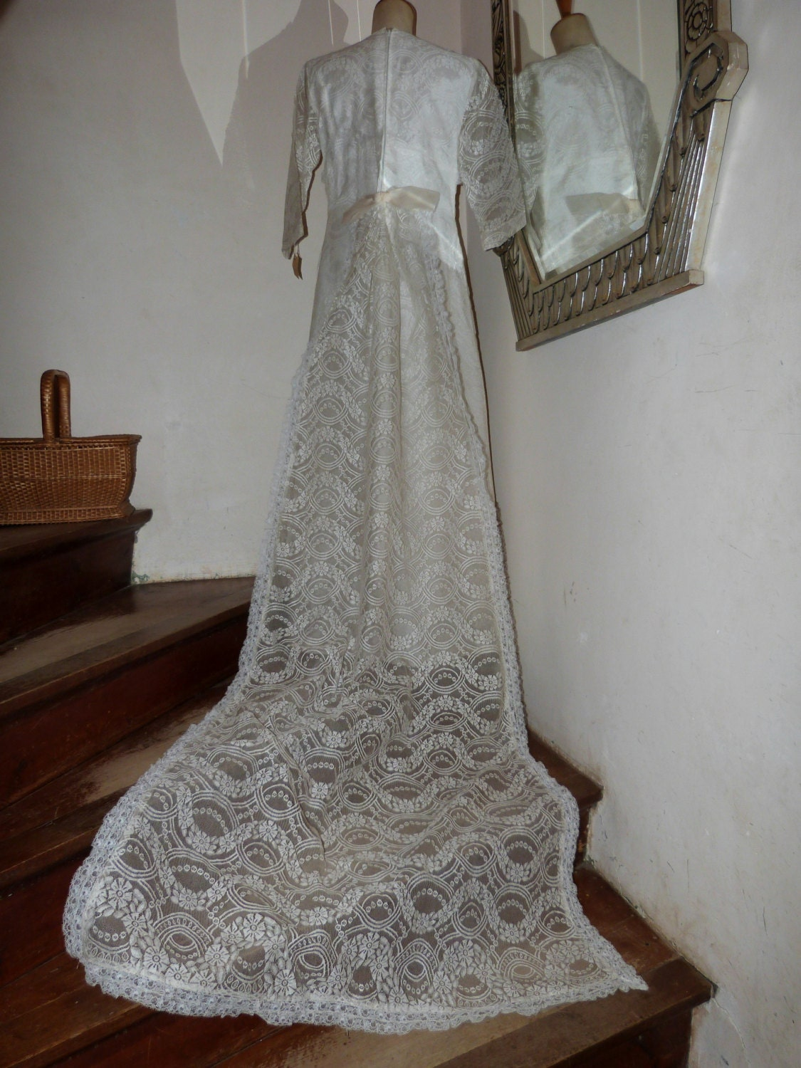 Vintage white lace wedding dress w long train veil new unused