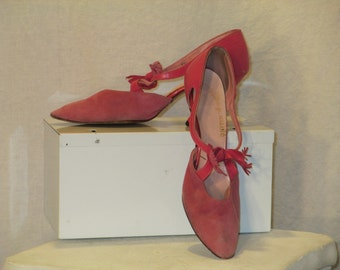 Soft pink suede cut out 6 1/2 -7 shoes 1960