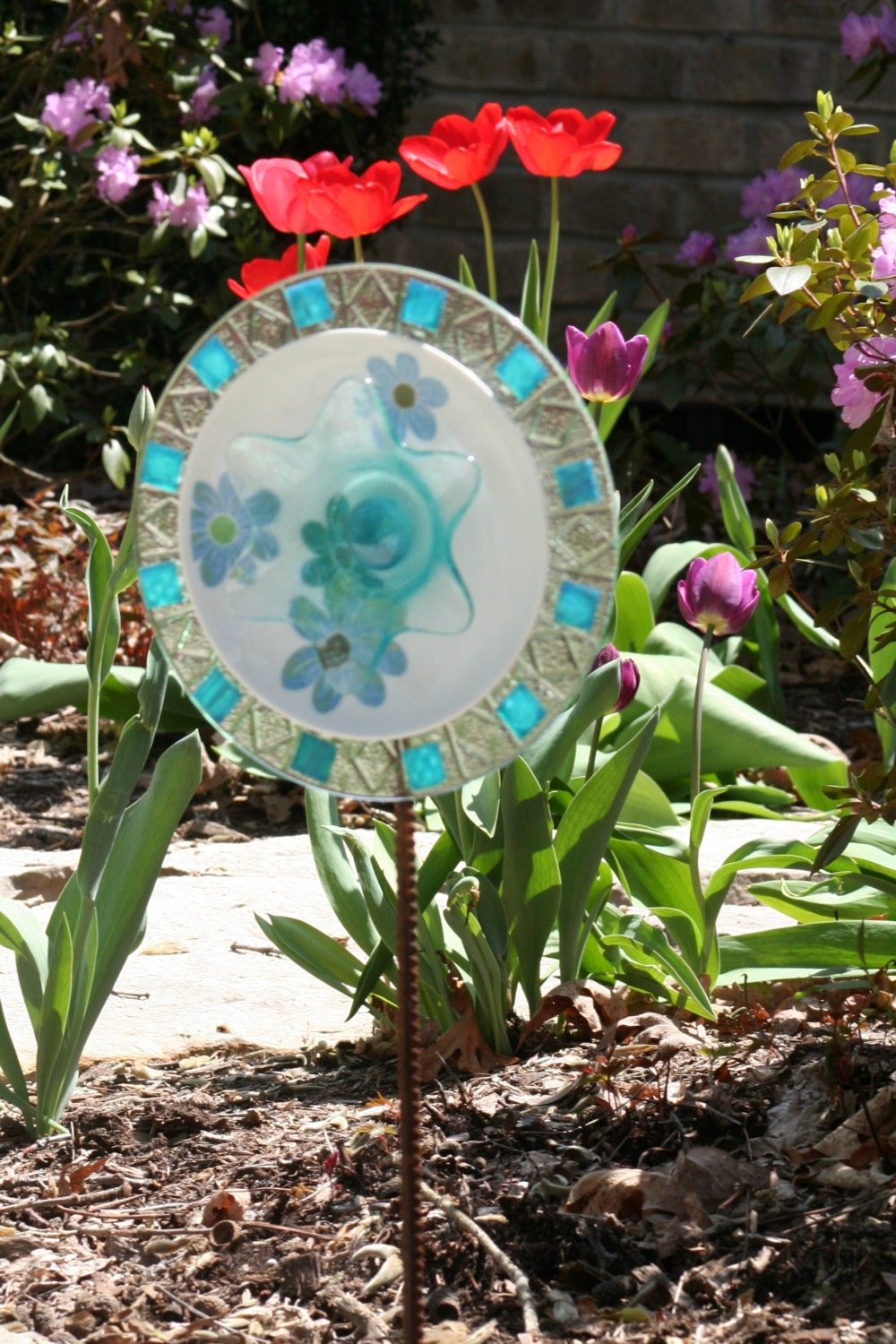 Outdoor garden decor and yard sun catcher made with recycled for Recycled yard decorations