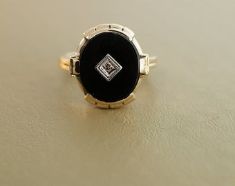 Antique 10k Yellow Gold Black Onyx and Diamond Ring