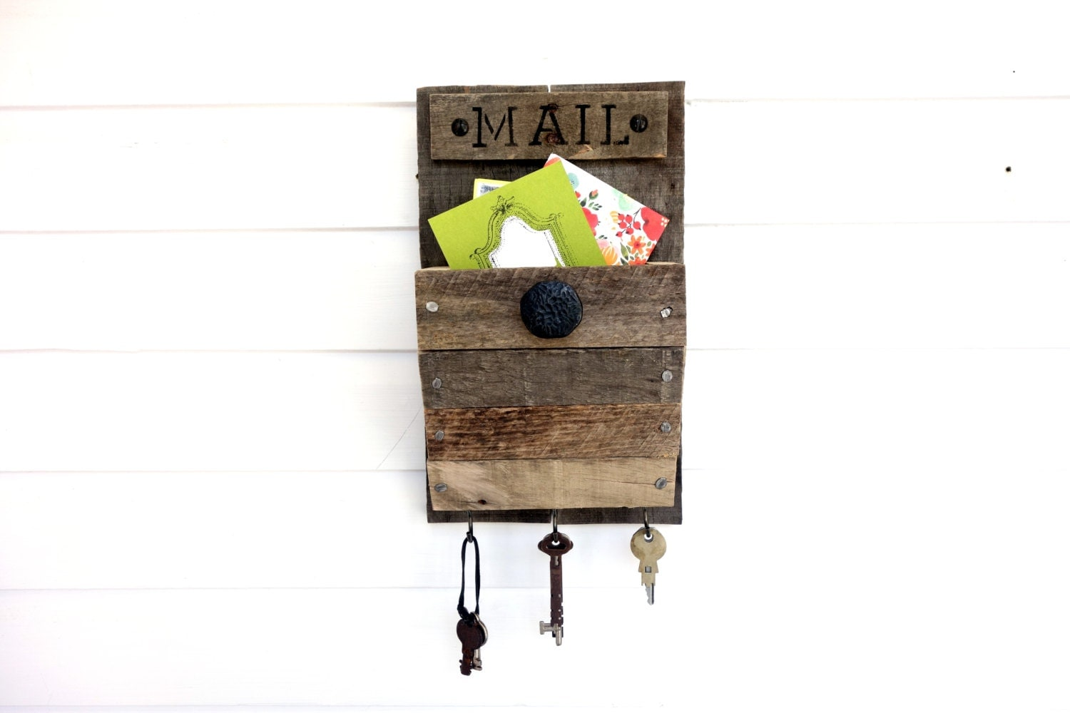 wall mounted mail organizer mini rustic black knob 3 key. Black Bedroom Furniture Sets. Home Design Ideas
