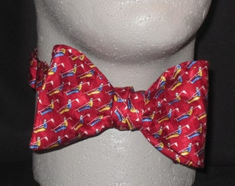 BOW TIE SILK Putting Tee Golfer Golf Golfing on the Green Red Bowtie