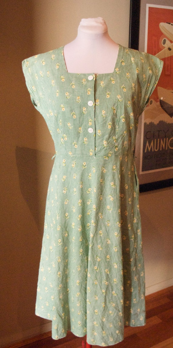 Vintage Late 1950s / Early 60s Cotton Roses & Stripes Day Dress