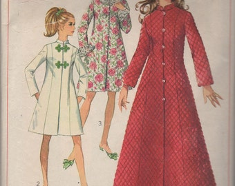 Charming Misses Robe -- Simplicity 7911 --  Vintage 1968 -- Size 12 Bust 34 -- Dress Pattern